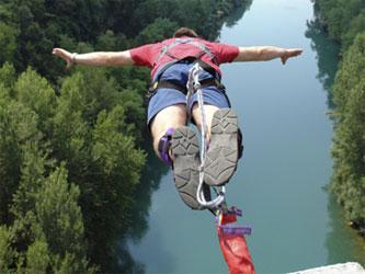 Логотип «бизнес в прыжке»